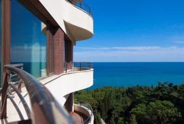 квартира 208 кв.м. с видом на море и горы.