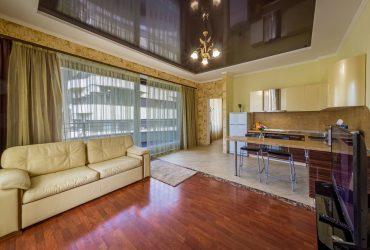 2 комнатная квартира 77 кв.м. в Приморском парке.